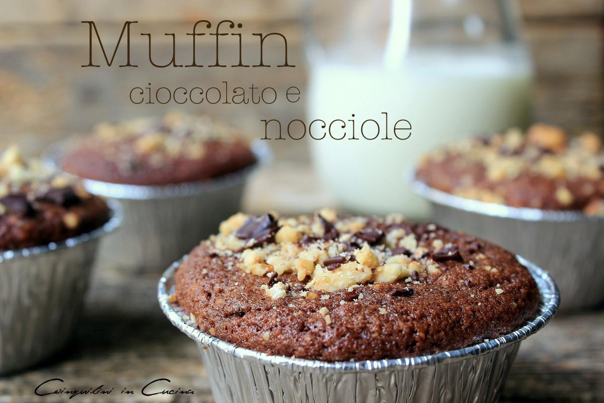 Muffin con cioccolato e nocciole